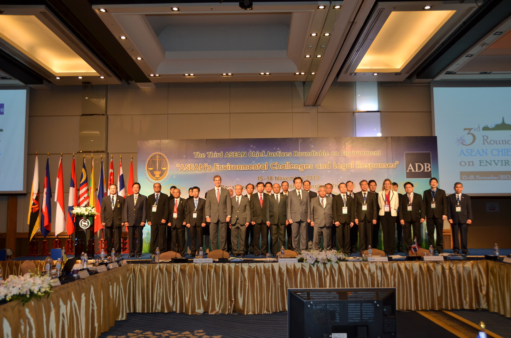 Group photo of the participants from the Session 1 of the Third Roundtable for ASEAN Chief Justices on Environment held in Bangkok, Thailand, on 15-18 November 2013.